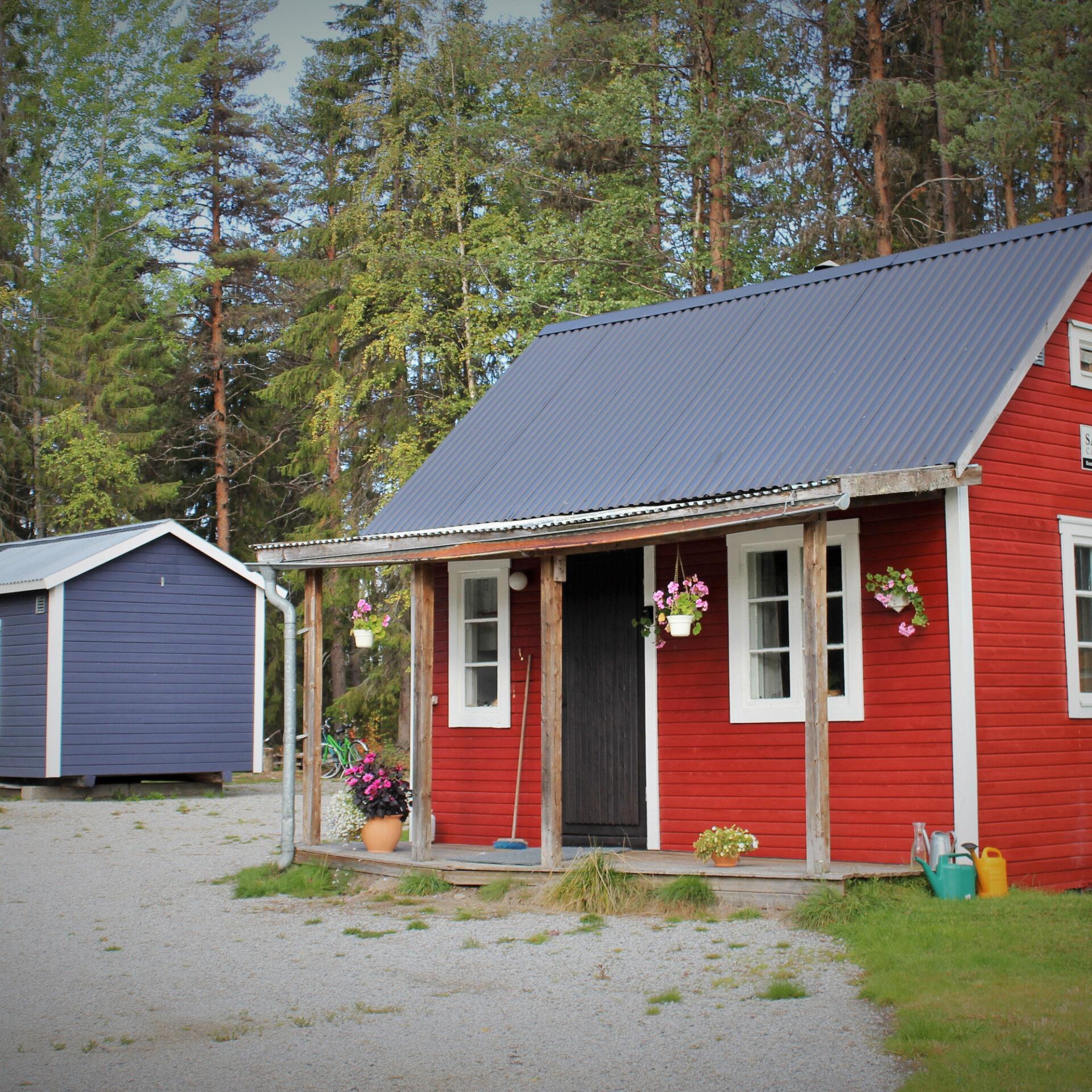 röd stuga river camp sågån